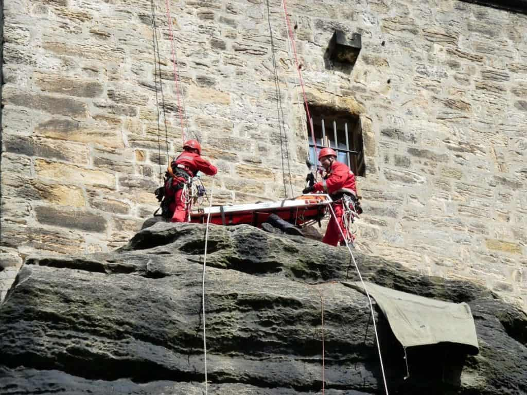 firefighters rope rescue