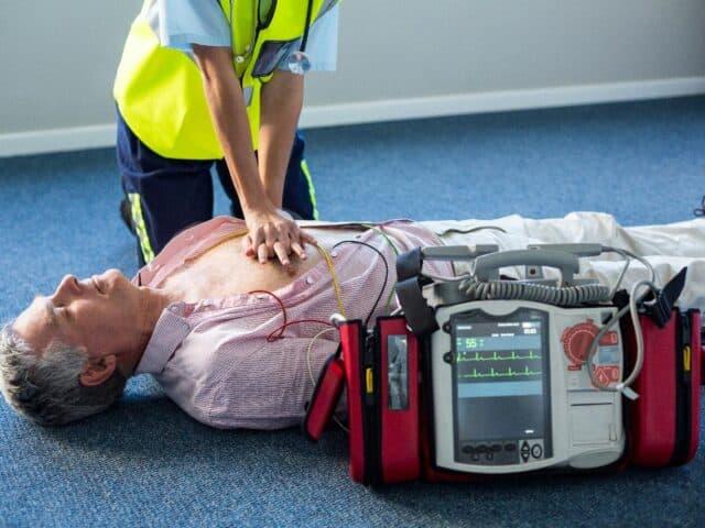 do paramedics make more than nurses