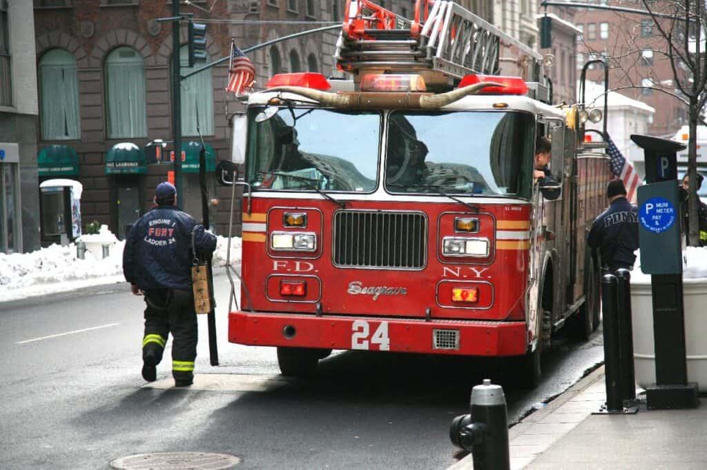 FDNY fire truck (ladder)