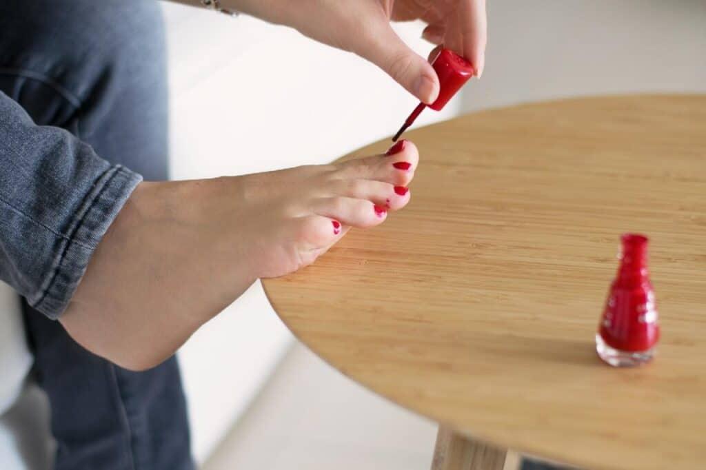 nail polish on toes
