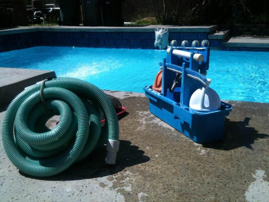 pool cleaning chlorine
